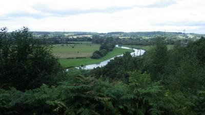 ラウンド池近くを流れるエイボン川